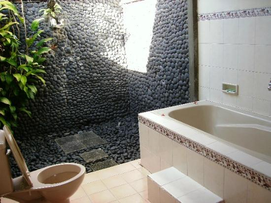 Puri Asri Petulu: Outdoor Bathroom