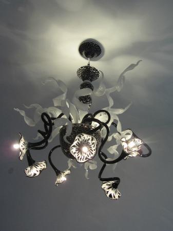 Ca dei Polo: Murano chandeleir in room