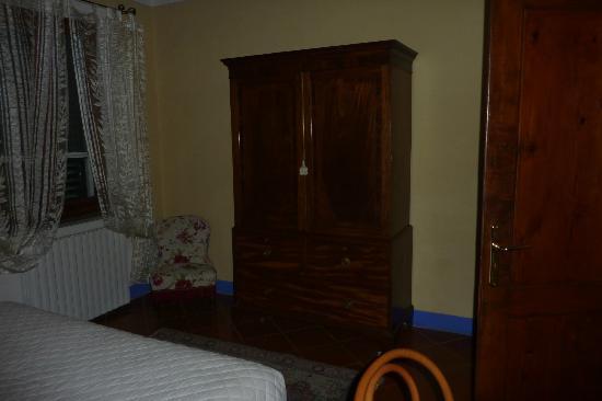 Villa Vignacce: roperos de maderas antiguas exelentemene cuidados