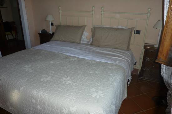 Villa Vignacce: dormitorio en suite