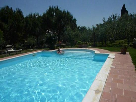 Villa Vignacce: descansando en la piscina