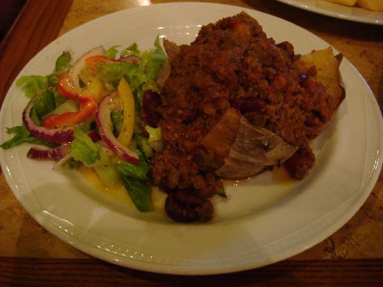 The Mad Bishop & Bear: Chili beef on potato