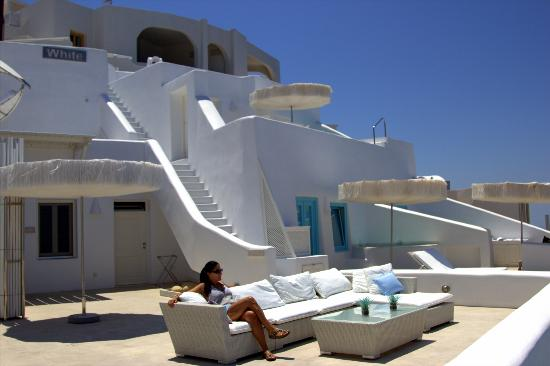White Santorini Suites & SPA: Das White Hotel