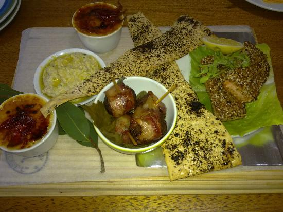 Australian Regional Food Cafe & Store : Australian inspired Grazing platter to share with family & friends