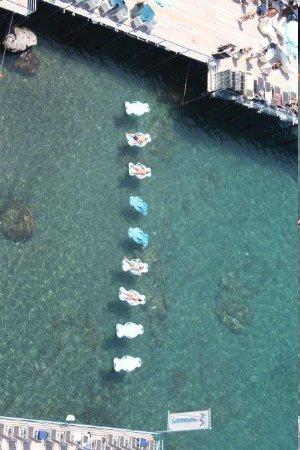 Grand Hotel De La Ville Sorrento: Sunbathing in the bay