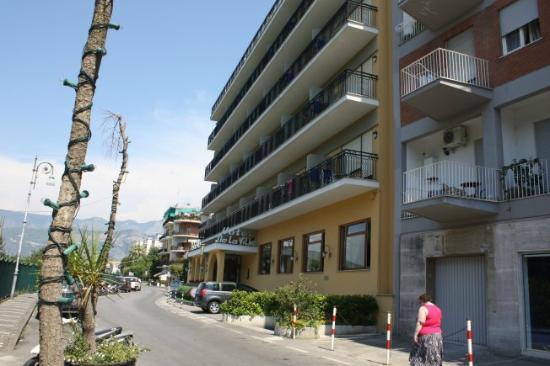 Grand Hotel De La Ville Sorrento: The frount of the hotel