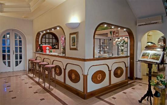 Hotel Alba sul Mare: bar hall