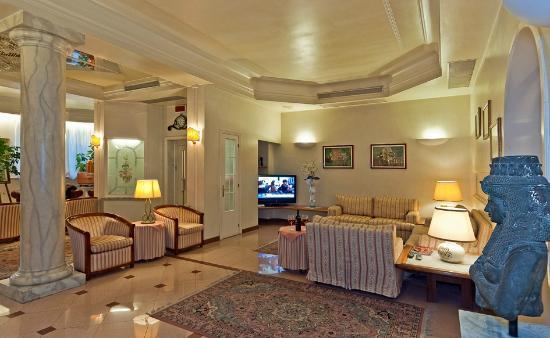 Hotel Alba sul Mare: living room