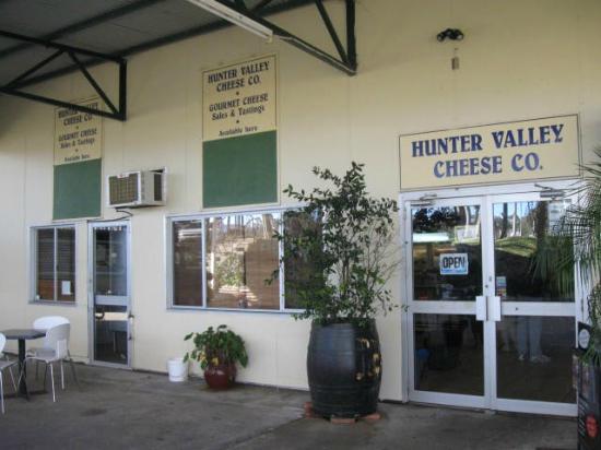 Hunter Valley Cheese Factory & Tasting Rooms: Tasting Rooms located next to McGuigan Wines Cellar Door
