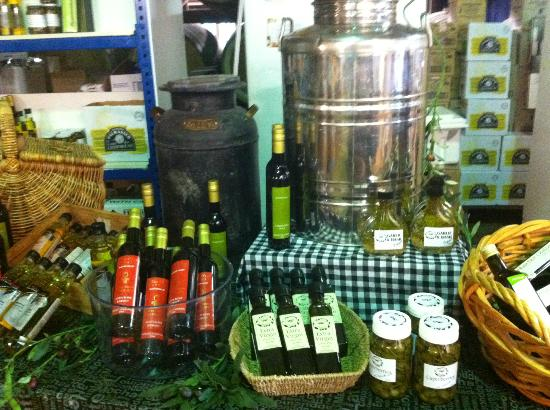 Hunter Valley Cheese Factory & Tasting Rooms: Local Olive Oils, Breads, Meats and Chutneys/Jams to sample
