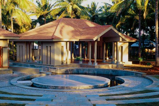 Shreyas Yoga Retreat: Open-air Yoga pavilion and Amphitheater