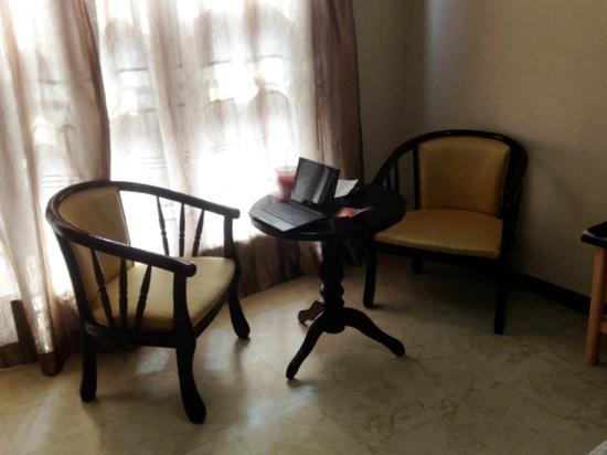 Inwangsan Hotel: seat for two :)