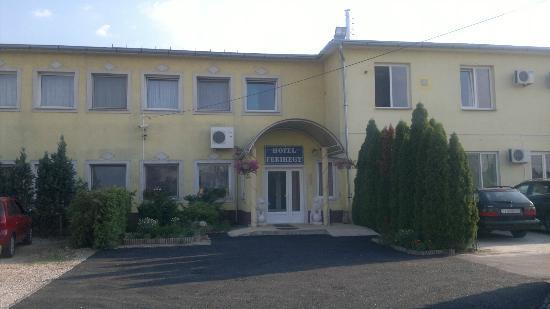Hotel Ferihegy: Hotel front view