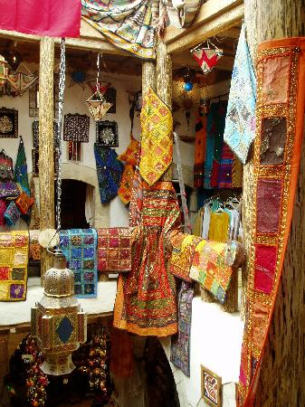 Gouvernorat de Sousse, Tunisie : A fabric shop in the top of the Madina
