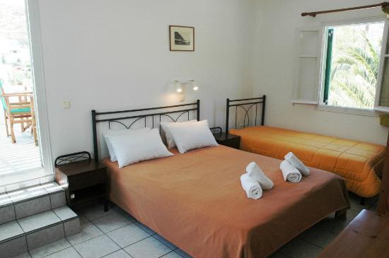 Morfeas Pension : Upper floor apartment' bedroom