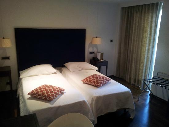 Vouliagmeni Suites: Room