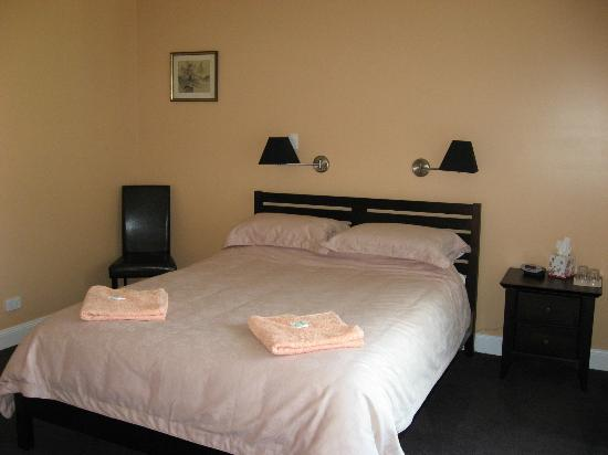 Wootton Guest House B&B: one of the bedrooms with ensuite
