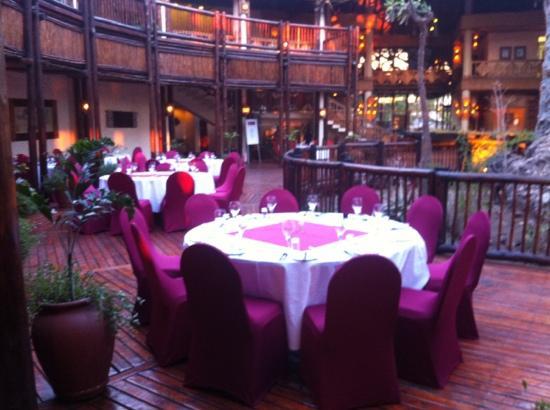 Cresta Mowana Safari Resort and Spa: Serondela Restaurant