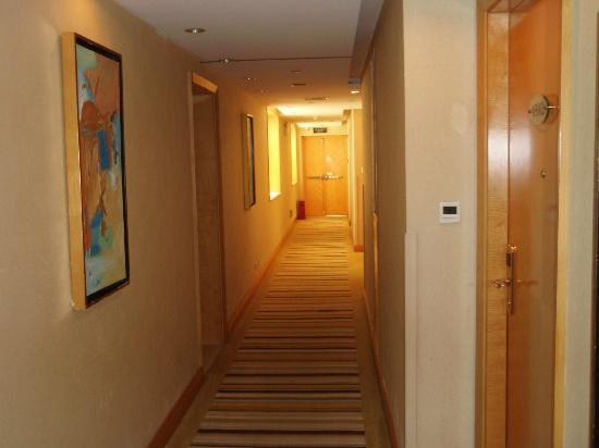 Guang Dong Hotel: 廊下