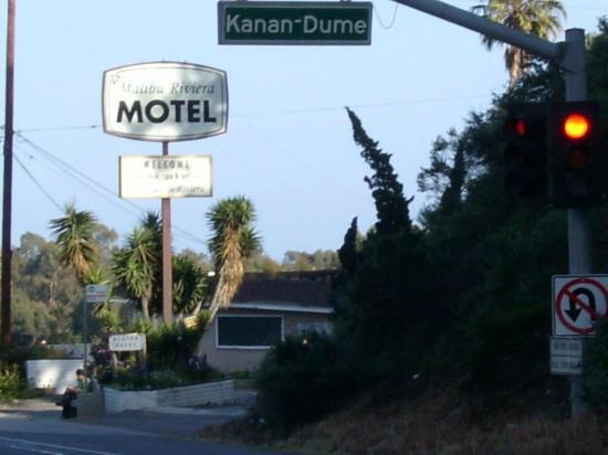 Malibu Riviera Motel: Hinten sieht man die Rezeption