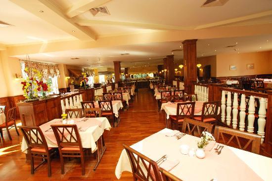 Pogorzelica, Polen: Den fina matsalen där man serverade buffe till lunch och middag