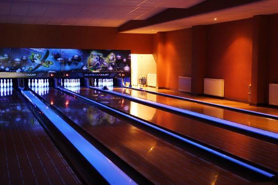 Pogorzelica, Polen: Bowlingbanor, Biljard, Minigolf med mera fanns för alla