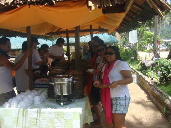 Taraw Vista Lodge & Restaurant: buffet lunch