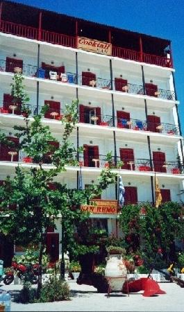 Hotel San Remo: Hotel Front