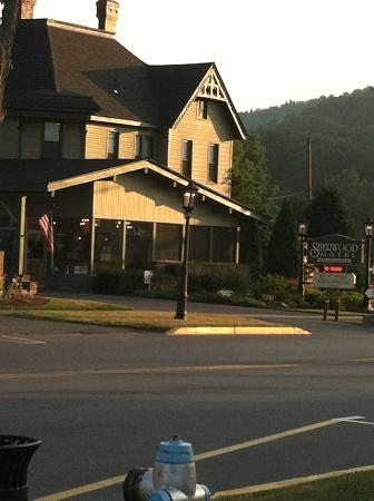 Sherwood Motel: Right on the corner as you come into town from the West