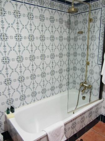 Hotel El Poeta de Ronda: Bañera habitación nº11 