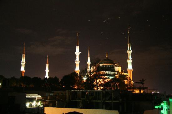 Abella Hotel: Голубая мечеть ночью