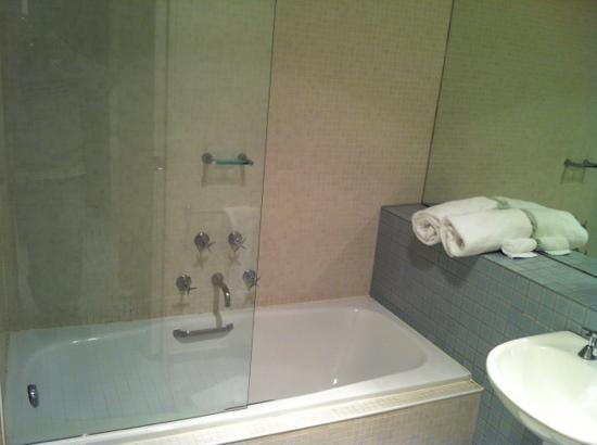 Phillip Island Apartments: Bath in 2 Bedroom Apartment