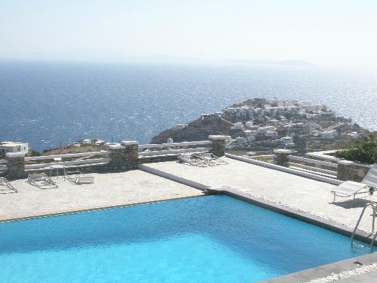 Gerofinikas : pool view to Kastro