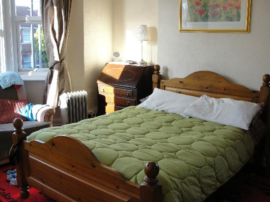 Amberley Guest House: Bed and Side Table