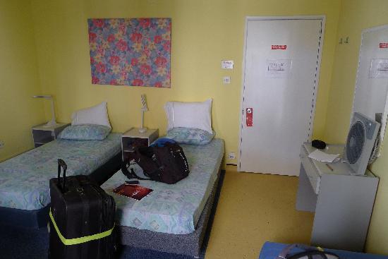 Slimiza Suites: Room