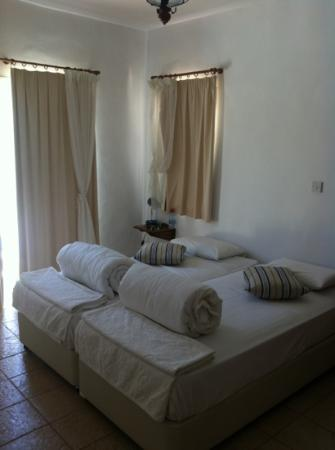 Thalassines Beach Villas Hotel: bedroom