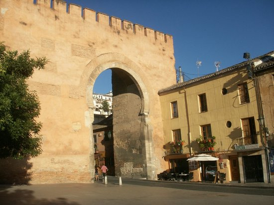 Puerta de elvira granada spain top tips before you go - Parking plaza puerta real en granada ...