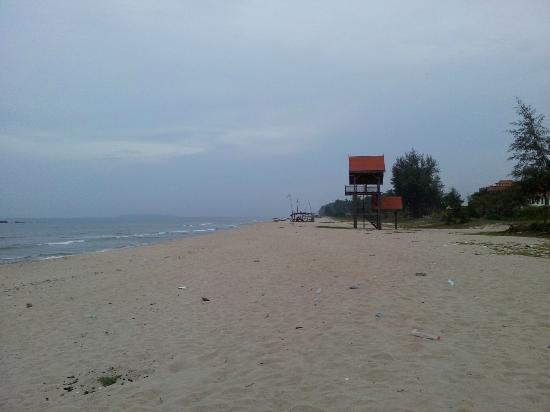 Intan Beach Resort Sdn Bhd: View in front of the resort