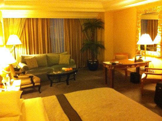 Hotel Mulia Senayan, Jakarta: Room