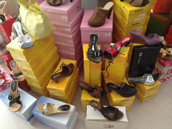Hotel Ambra - Across the Street: Shoe Shop