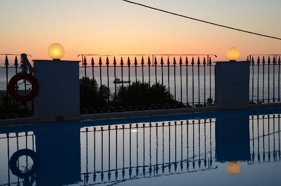 Esplanade Hotel Apartments: Atardecer desde la piscina