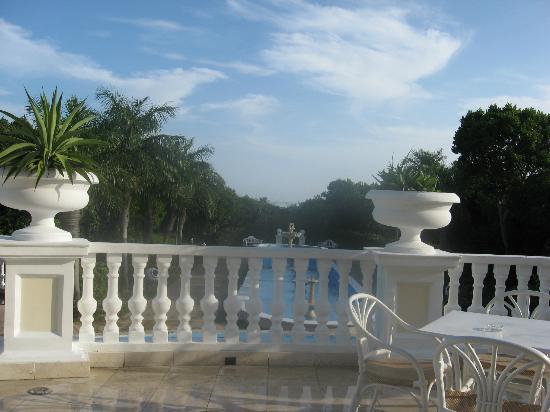 Terrasse (lobby principal) pour le café du matin