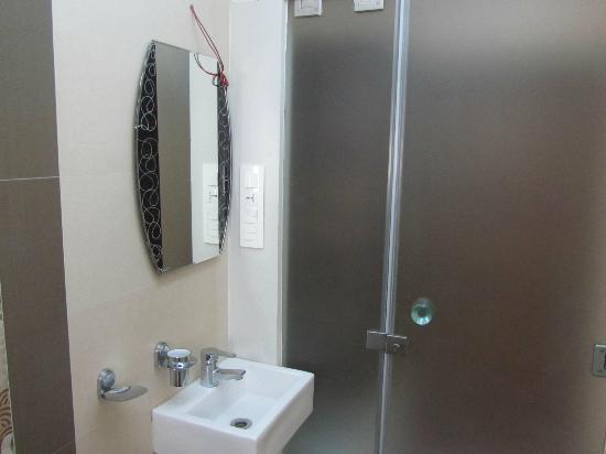 Causeway Hotel: Bathroom