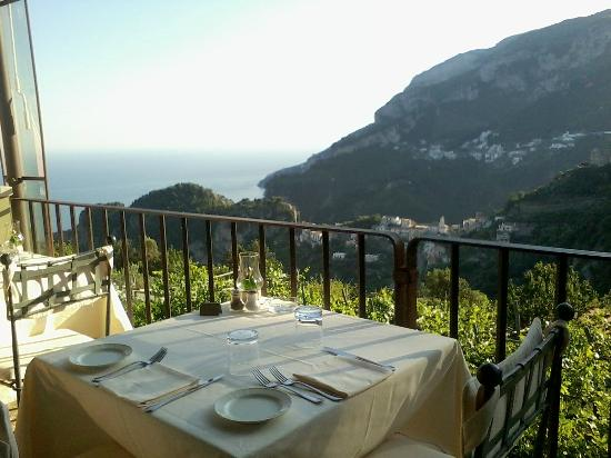 Villa Maria Hotel: Watching the sunset while dining