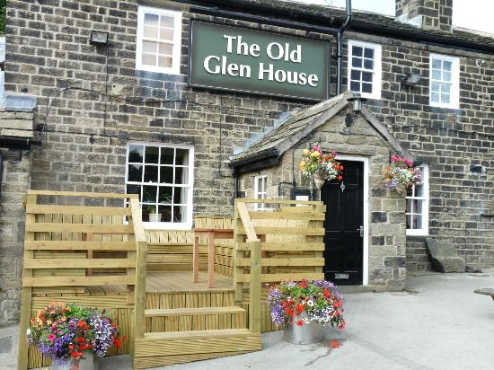 The Old Glen House: Front of the Pub