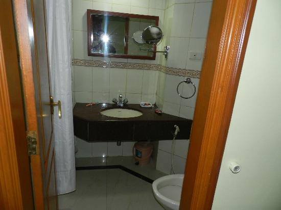 Hotel Preethi Classic Towers: Very Good Cleaness bathroom