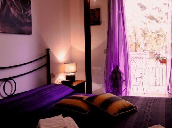 B&B Villa Marysa: Tutte le camere climatizzate con TV  Wifi gratuito bagno privato e balconcino