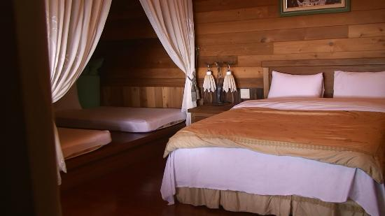 Conjugal Love B&B - La La Mountain: Immaculately clean chalets that can comfortably fit a family of 4