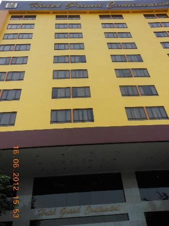 Grand Continental Kuantan: You cannot miss this yellow building from afar