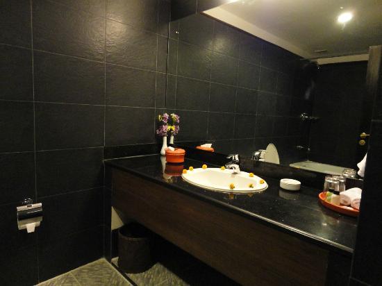Hotel Tibet International: Bathroom